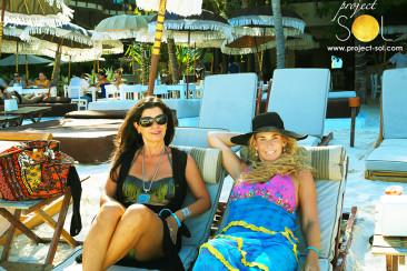 Caribbean Queens – Laura & Claudia